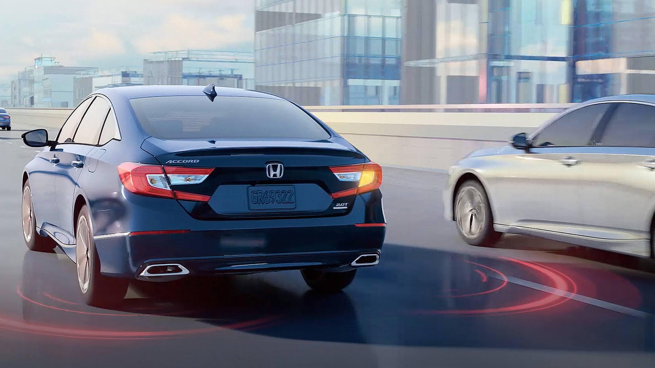 El Honda Accord2021 mostrando la característica del sistema de información de puntos ciegos.